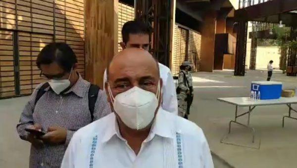Con entrega de propuestas a normalistas, IEEPO espera que se levante bloqueo al aeropuerto de Oaxaca