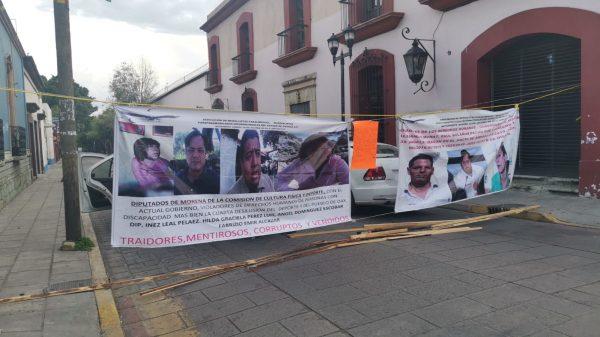 Atletas paralímpicos vuelven a bloquear avenida Juárez en la capital