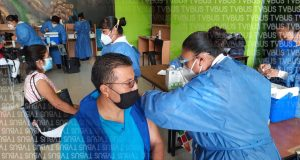 Con una hora de retraso inició campaña de vacunación en la capital