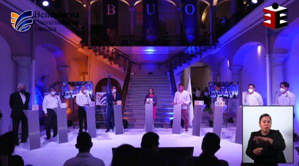Con siete de nueve candidatos a la presidencia de Oaxaca de Juárez, se llevó a cabo debate