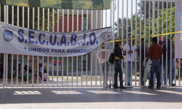 Conjuran huelga de empleados de confianza de la UABJO