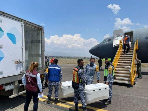 Arriba a Oaxaca nuevo cargamento de vacunas contra COVID-19, de la farmacéutica Sinovac Biontech Ltd