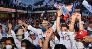 Se desborda Pueblo Nuevo por el triunfo de Javier Villacaña