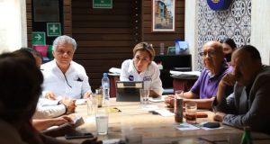 Firma Lizeth Zárate propuestas de iniciativas de ley en favor de empresarios