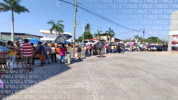 Otra vez, desorganización en primer día de vacunación para personas de 50 a 59 años en Tuxtepec