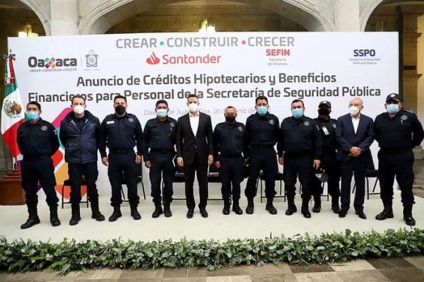 Gobierno del Estado y Santander anuncian créditos hipotecarios preferenciales para elementos de la SSPO y FGEO