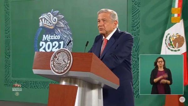 """AMLO celebra la defensa del voto en elecciones, pero se ríe de los """"caza mapaches"""" en Tuxtepec"""