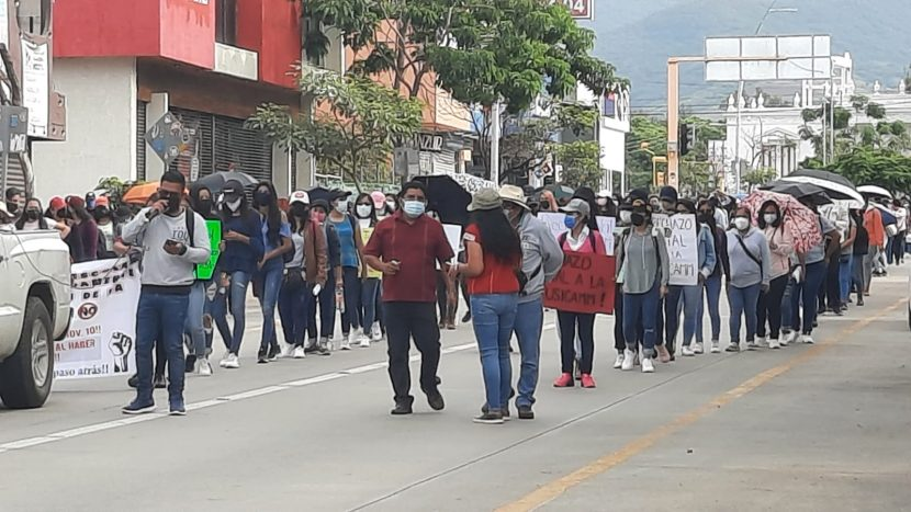 Marcha Sección 22 en Oaxaca en rechazo a la evaluación USICAMM