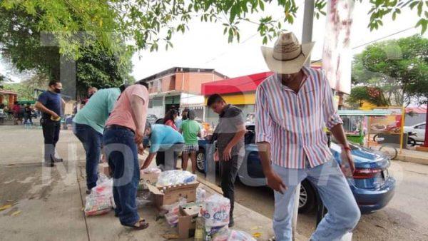 Saquean bodega de despensas en Tuxtepec y las reparten