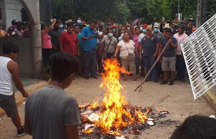 Queman paquetería electoral en Chiltepec