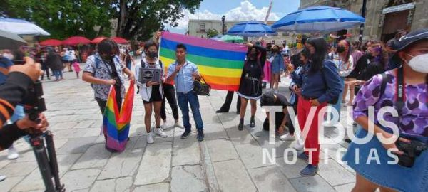 Marcha comunidad LGBTTTIQA+ en la ciudad de Oaxaca