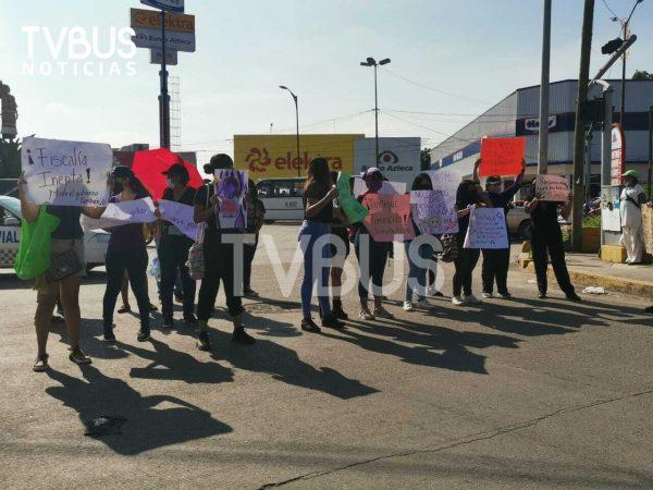 Marchan en Tuxtepec, por feminicidios; exigen justicia