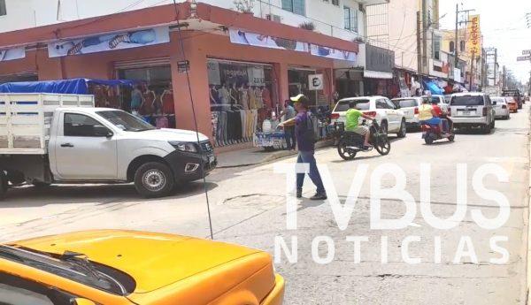 Ciudadano se arma de valor y pone orden a caos vial en Tuxtepec