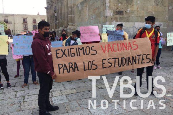 Estudiantes de Oaxaca se manifiestan para pedir la aplicación de la vacuna