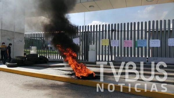 Diputada Federal de Morena encabeza protesta en Congreso de Oaxaca