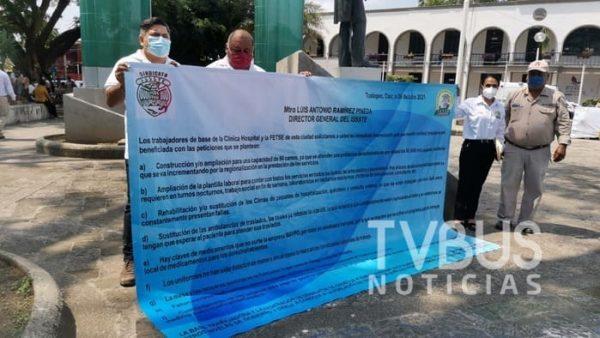 Protestan sindicalizados del ISSSTE durante visita del Director General a Tuxtepec