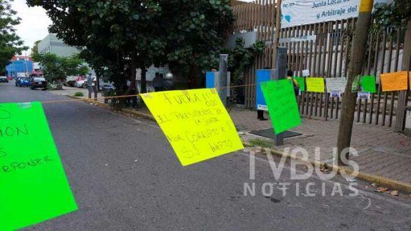 Sindicalizados del CEA, amagan con mantener tomada la Junta Local de Conciliación y Arbitraje Oaxaca
