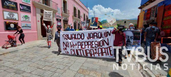 Artistas plásticos de Oaxaca continúan exigiendo instalarse en jardín Labastida
