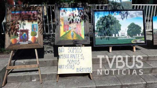 Niega gobierno capitalino espacios a artistas oaxaqueños, pero permite instalación de ambulantes: denuncian