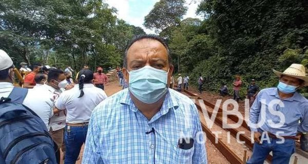 Continua Marcelo Santos atendiendo necesidades más apremiantes en colonias de Valle Nacional