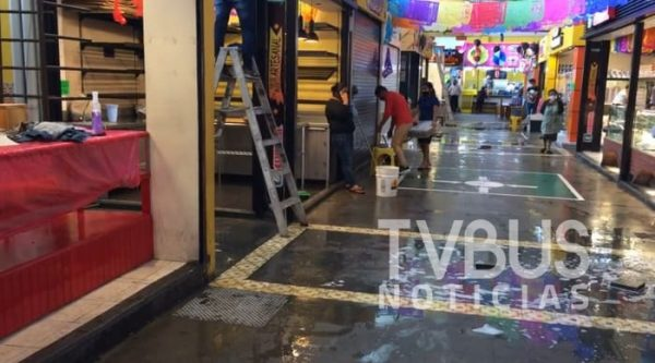 Limpian y sanitizan mercado 20 de Noviembre de la ciudad de Oaxaca