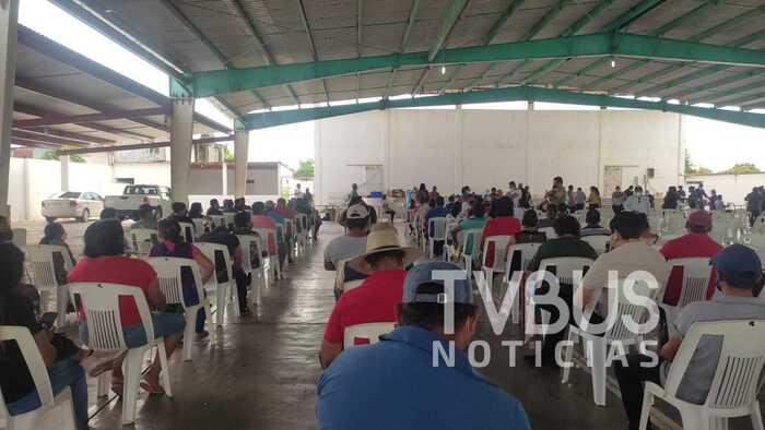 Continúa la vacunación contra covid en la Cuenca; inició este lunes en Loma Bonita
