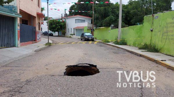 Aparece socavón en barrio de Xochimilco en la ciudad de Oaxaca