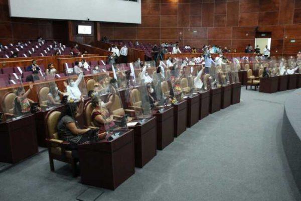 Congreso sanciona a Murat con apercibimiento, tras haber usado propaganda gubernamental en periodo electoral