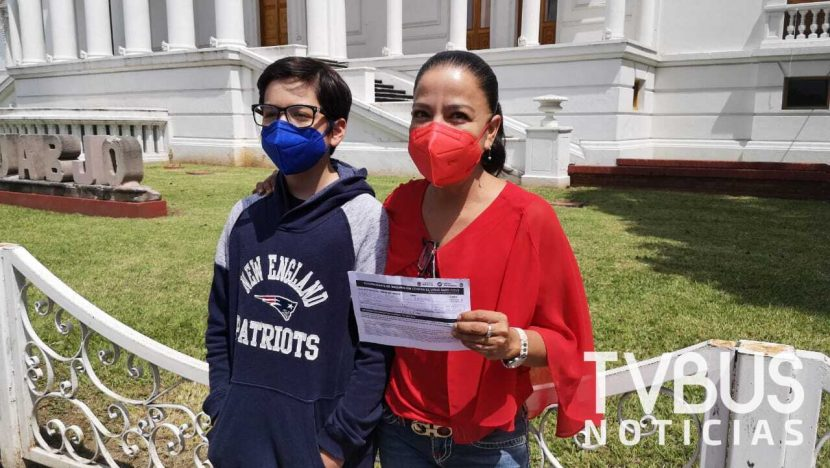 Maximiliano, el primer menor en ser vacunado contra el Covid en Oaxaca