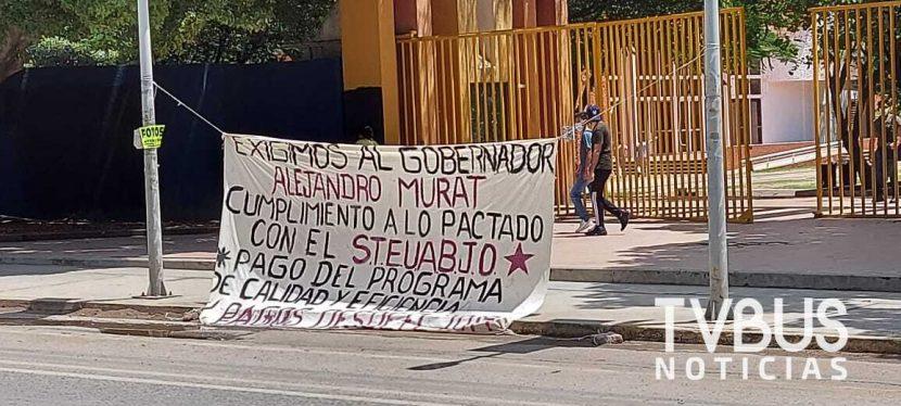 STEUABJO bloquea avenida universidad por falta de pago del Gobierno del Estado