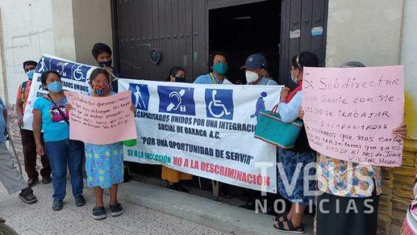 Ambulantes con discapacidad se manifiestan en Oaxaca, una vez más piden que los dejen trabajar