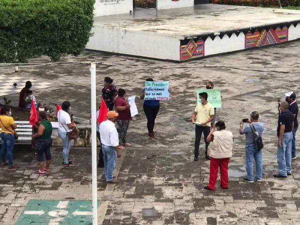 Integrantes del Movimiento Antorchista, se manifiestan en Tuxtepec para solicitar apoyos alimentarios