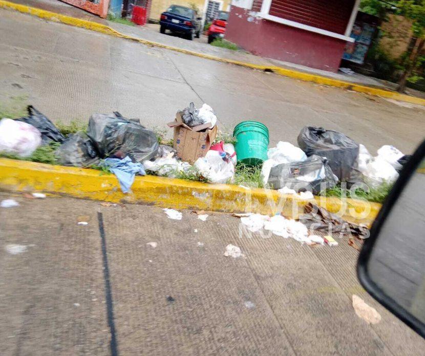 Supera problema de basura a autoridades en Tuxtepec; Servicio de limpia podría tardar una semana más en restablecerse