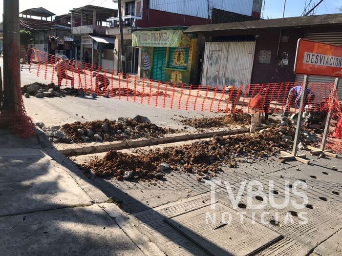 Lluvias fracturan magna obra de la Comisión del Agua en Tuxtepec; ayuntamiento actúa lento ante el desastre