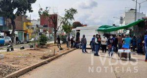 Comerciantes de la central de abastos bloquean periférico, piden destitución de policías de Oaxaca