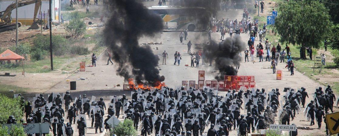 Detienen a dos policías que participaron en operativo en Asunción Nochixtlán
