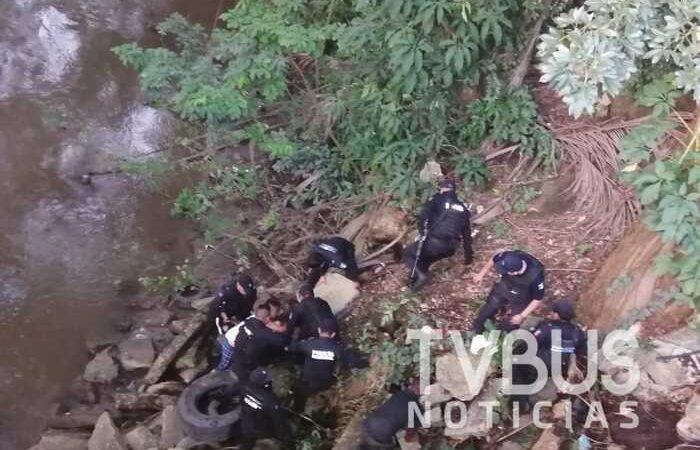 Elementos de la PABIC rescatan a mujer que se tiró de un puente en Tuxtepec