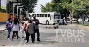 Una vez más STEUABJO bloquea Avenida Universidad, exigen pago de bono de 12 mdp