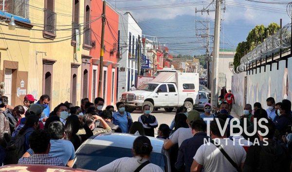 Por segundo día trabajadores del Programa de Fortalecimiento a la Atención Médica bloquean calles de Oaxaca