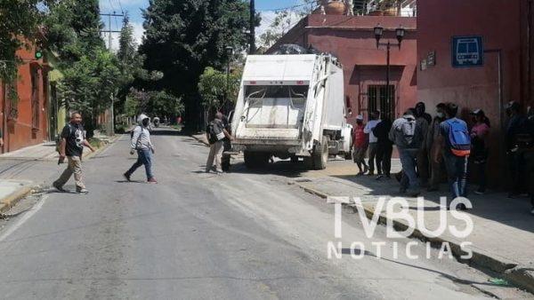 Sindicato 3 de marzo inicia paro de labores y bloquea calles en centro de Oaxaca