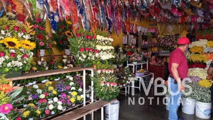 Tras crisis por más de un año, florerías de Tuxtepec esperan repunte en ventas por fiestas de Día de Muertos