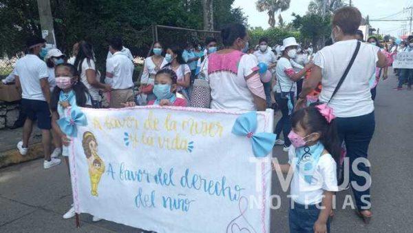 Marchan católicos en Tuxtepec a favor de las mujeres y el respeto por la vida