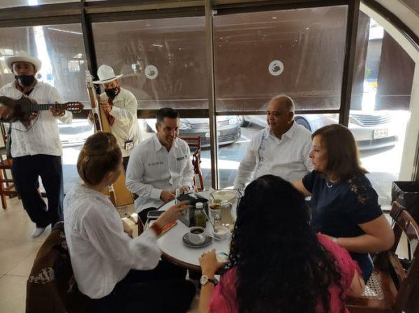 Bloqueos desquician la entidad mientras gobernador de Oaxaca pasea en Veracruz