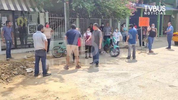"""""""¡No vamos a permitir que se rompa una calle más!""""; comerciantes de Tuxtepec se unen contra obra del CEA por hartazgo"""